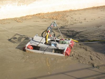 Robot for sludge suction